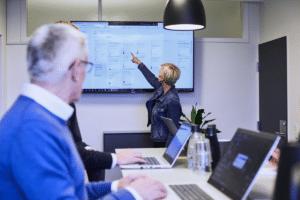 IT-effect konsulent viser ERP-system