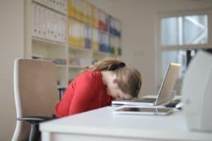 træt kvinde